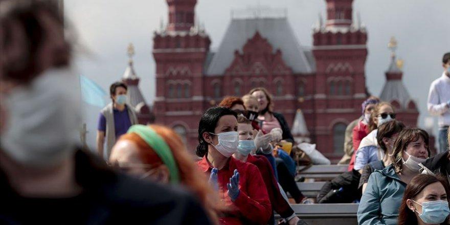Rusya'da Kovid-19 Vaka Sayısı 700 Bini Geçti