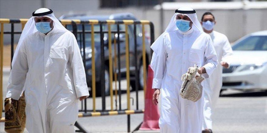 Suudi Arabistan'da 24 Saatte 2 Bin 994 Kovid-19 Vakası Tespit Edildi