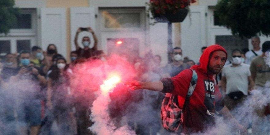 Sırbistan'da Kısıtlama Karşıtları Sokaklara Döküldü