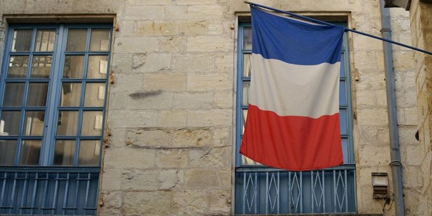 Fransa'da İslam Düşmanlığı: Mahkemede Başörtüsü Takmak Yasak!