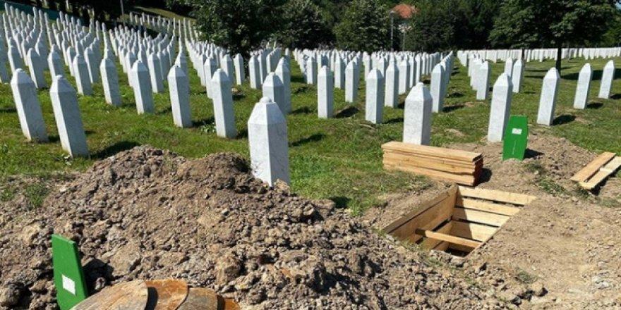 Potoçari'de 9 Soykırım Kurbanı Daha Toprağa Verildi