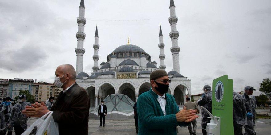 Türkiye'de Bugünkü Vaka Sayısı 1012, Can Kaybı 19