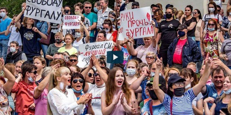 Rusya'da On Binlerce Kişi Putin'i Istifaya Çağırdı
