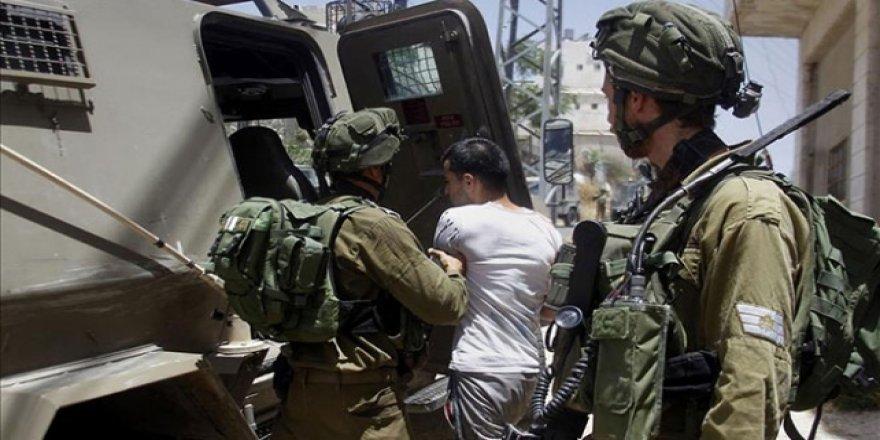 İsrail 2020'nin İlk Yarısında 2 Bin 330 Filistinliyi Gözaltına Aldı