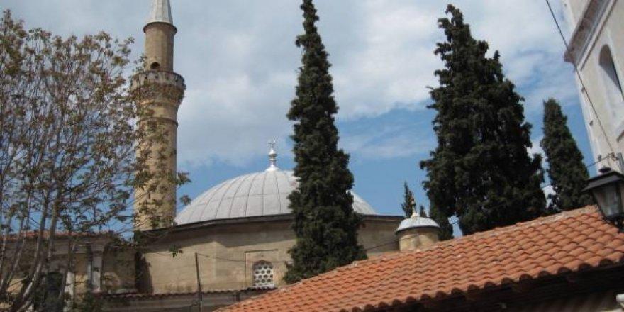 Yunanistan'da Tarihi Camiye Taşlı Saldırı