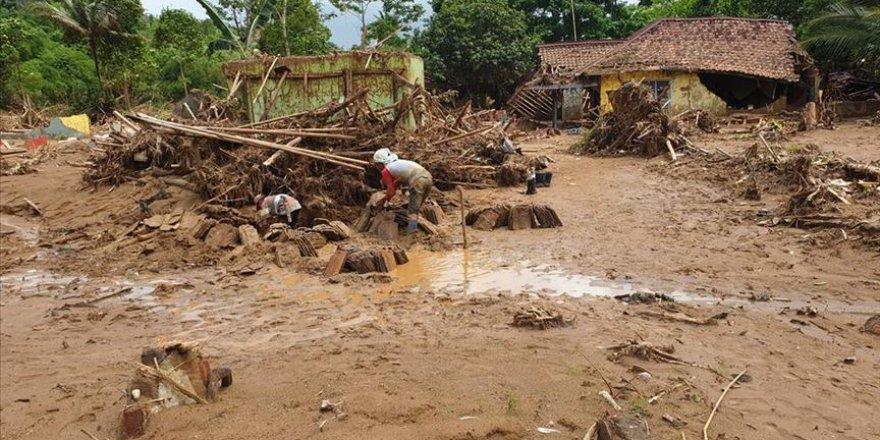 Endonezya'da Sel: 13 Ölü, 46 Kayıp