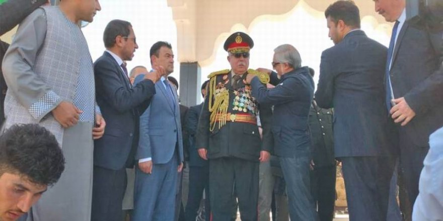 Savaş Ağası Dostum'un Esprisi: Taliban'ı 6 Ayda Bitiririm!