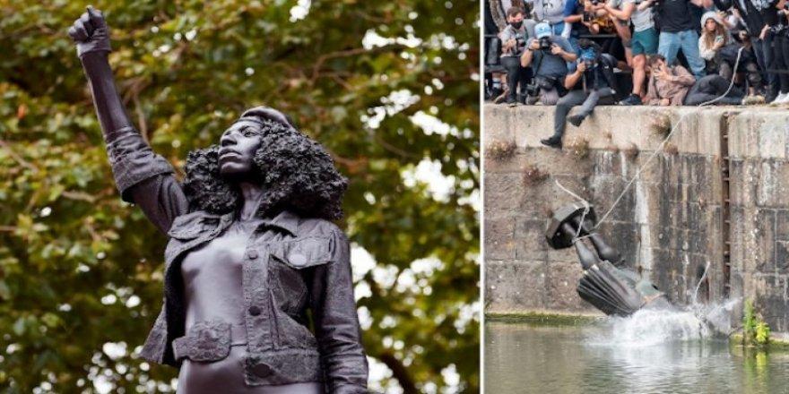 Köle Taciri Heykeli Yerine Irkçılık Karşıtı Göstericinin Heykeli Dikildi