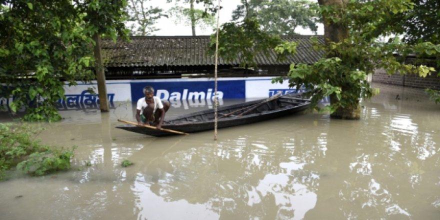 Hindistan'daki Sel Felaketinde Ölü Sayısı 61'e Yükseldi
