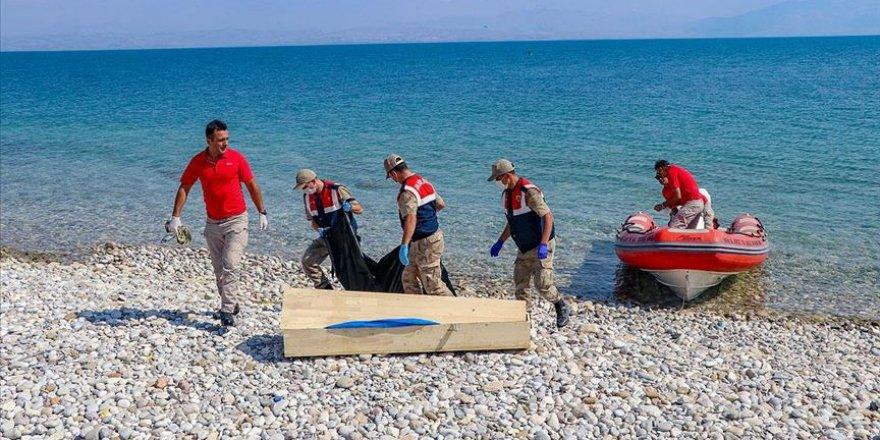 Van Gölü'nde Batan Tekneden Çıkarılan Ceset Sayısı 50 Oldu