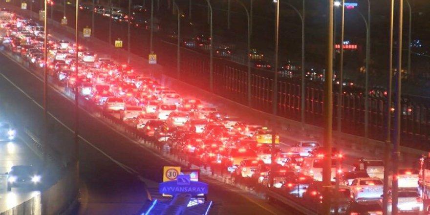 İBB Aylarca Sokaklar Bomboşken Yapmadığı Tamiratla İstanbul Trafiğini Felç Etti