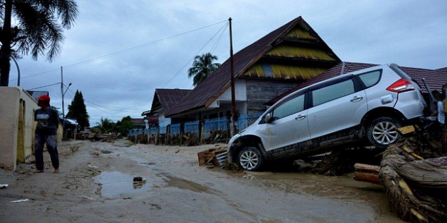 Endonezya'daki Selde Ölü Sayısı Artıyor