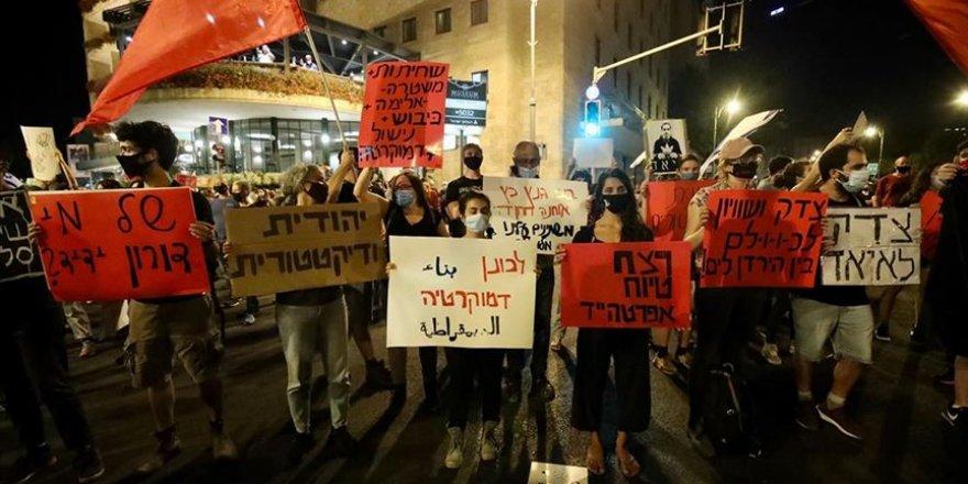 Siyonist İsrail'de binlerce kişi Netanyahu'yu protesto etti