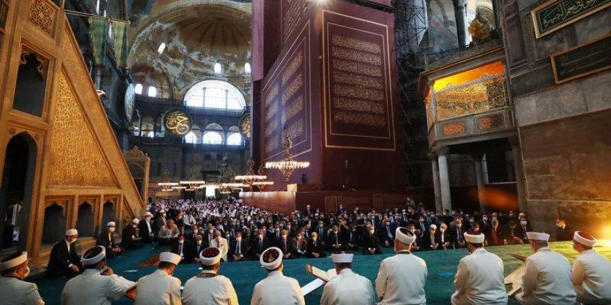 Pamuk: Ayasofya'nın açılması artık Atatürk'ün laikliğine saygı duymuyoruz demek