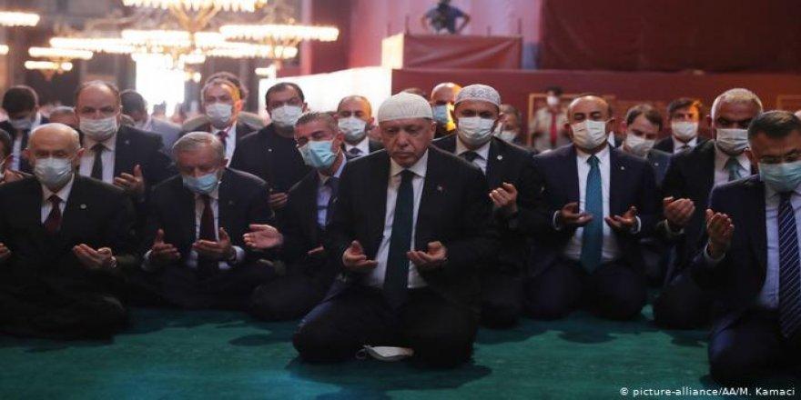 Alman Basını: Erdoğan İslami ajandasını taçlandırıyor