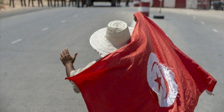 Tunus'un yeni başbakanı İçişleri bakanı Hişam el-Meşişi oldu