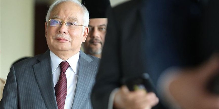 Malezya Eski Başbakanı Necip Rezak yolsuzluk davasında suçlu bulundu