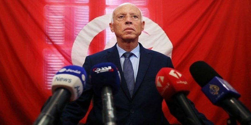 Darbeciler Tunus'ta bir ay sokağa çıkma yasağı ilan etti