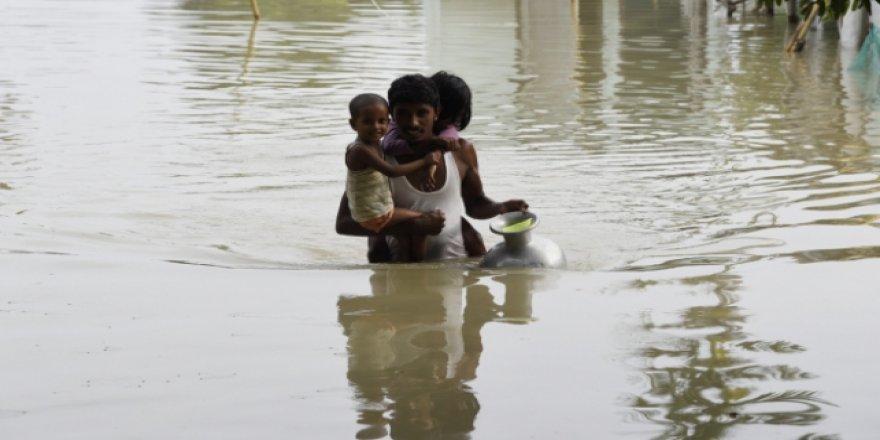 Hindistan'ı vuran sel felaketinde can kaybı 158'e yükseldi