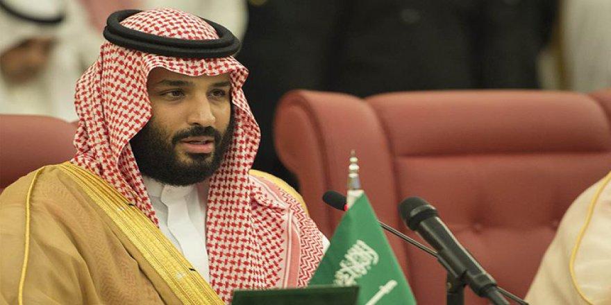 Suudi Arabistan'da reformlar devam ediyor: Devlet töreninde tesettürsüz kadınlar dans etti