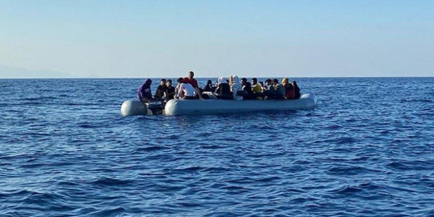 Türkiye kara sularına itilen sığınmacılar kurtarıldı
