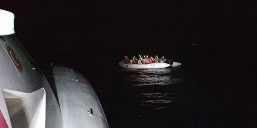 Türkiye karasularına geri itilen 82 sığınmacı kurtarıldı
