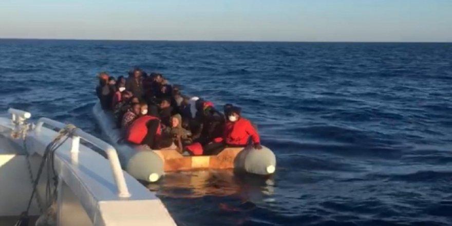Yunanistan'ın ölüme terk ettiği 44 sığınmacı kurtarıldı