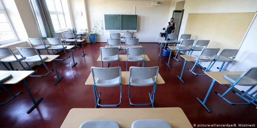 Almanya'da açılan iki okul tekrar kapandı