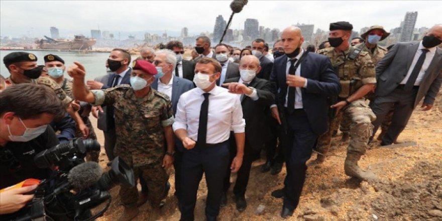Macron 'sömürgeci söylem' kullanmakla eleştiriliyor