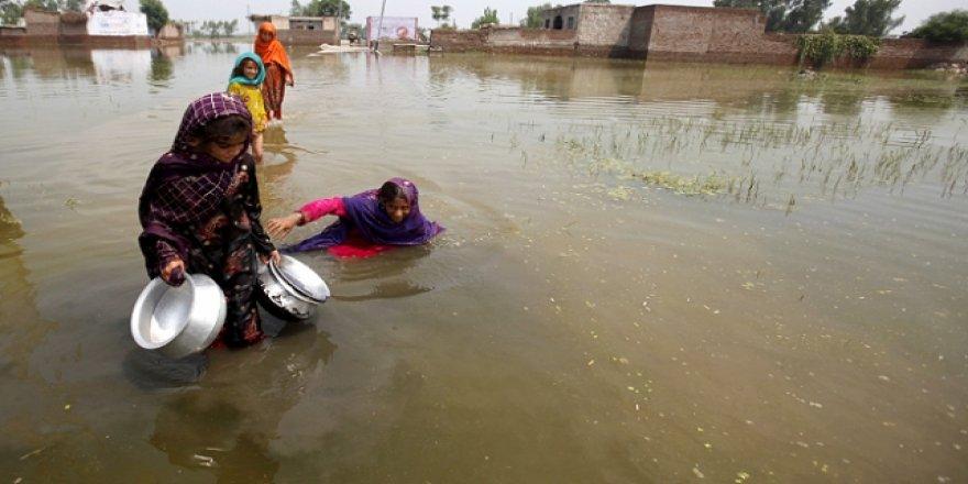 Pakistan'da muson yağmurları 57 can aldı