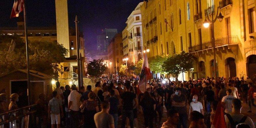 Beyrut'ta gösteriler artarak devam ediyor