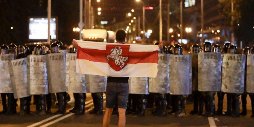 Belarus'ta muhalif aday seçim sonrası ülkeyi terk etti