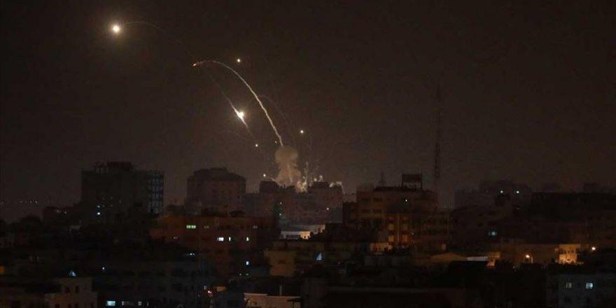 Siyonistler Gazze'ye hava saldırısı düzenledi