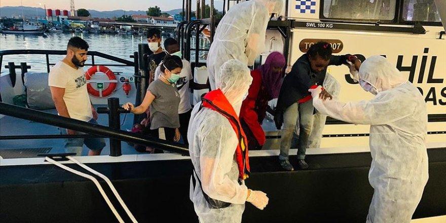 İzmir'de Türkiye kara sularına geri itilen 103 sığınmacı kurtarıldı