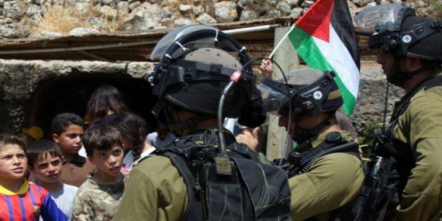 Siyonistlerden 2 Filistinli çocuğa işkence!