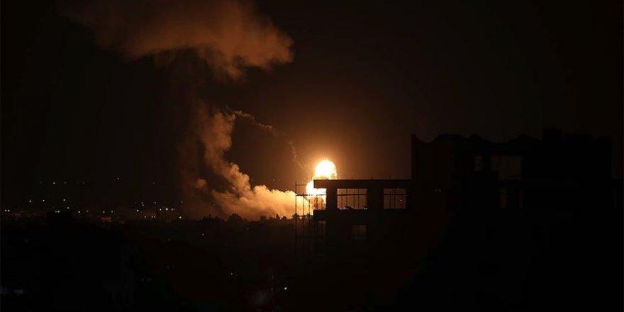 Siyonist İsrail ordusu Gazze'yi top atışı ile hedef aldı