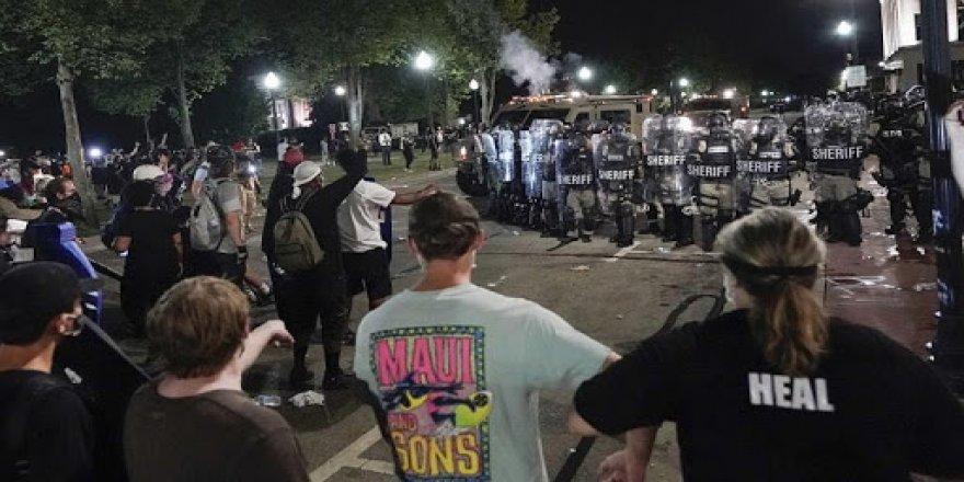 ABD'nin Wisconsin eyaletinde polis şiddeti protestoları sokağa çıkma yasağına rağmen kesilmedi