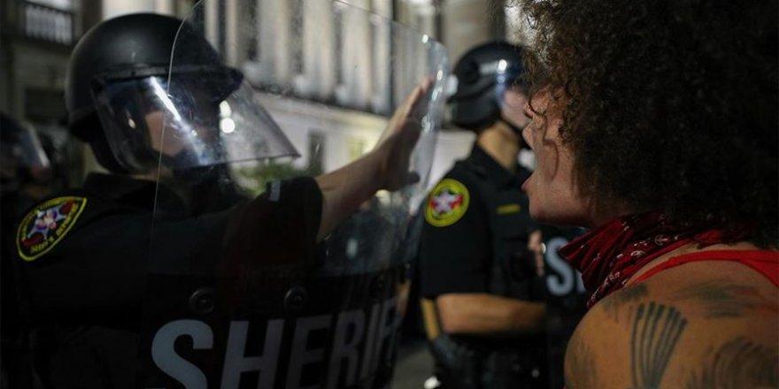 ABD'de polis şiddetine karşı protestoların sürdüğü Wisconsin'de acil durum ilan edildi