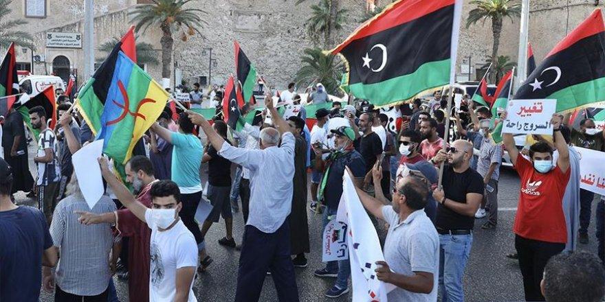 Trablus'ta, ağırlaşan yaşam şartları ve Hafter'in petrol blokajı protesto edildi