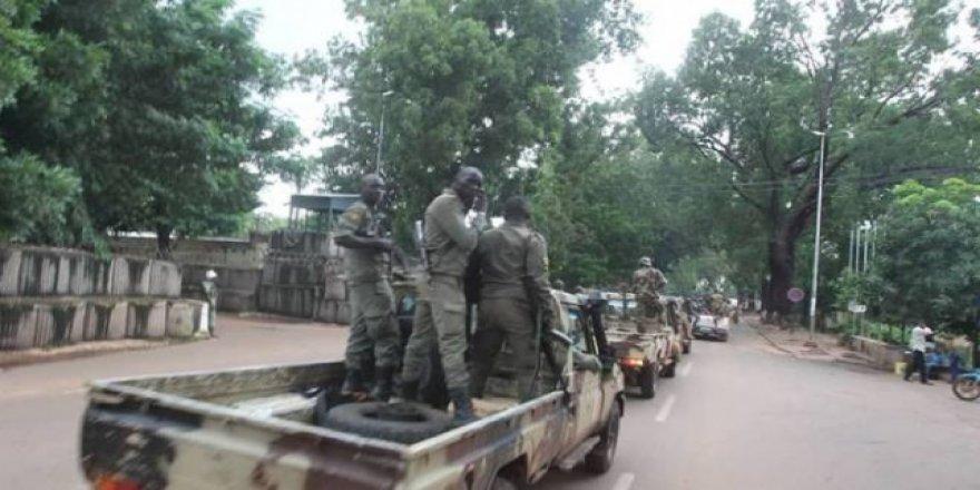 Mali'de muhalefet askeri cuntaya iş birliği teklif etti