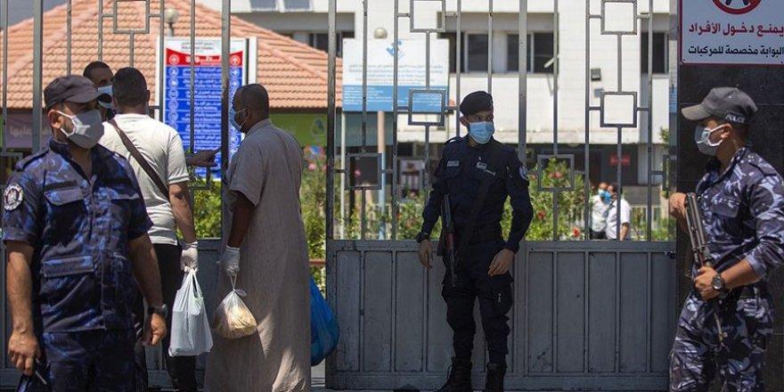 Gazze'de Kovid-19 karantina merkezlerinin dışına sıçradı