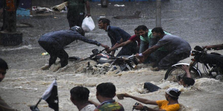 Pakistan'daki sel felaketinde 63 kişi öldü