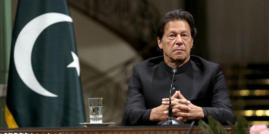 Pakistan Başbakanı Khan, cezaevlerindeki 1184 kadının serbest bırakılması için talimat verdi