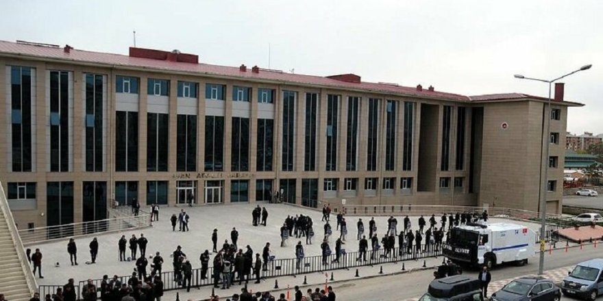 Mahkeme niyet okuyarak Atatürk'e hakaretten tutukladı