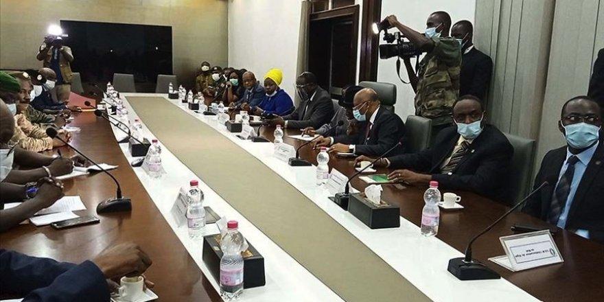 Batı Afrika bloğu Mali'de sivil geçiş için 15 Eylül'e kadar süre verdi
