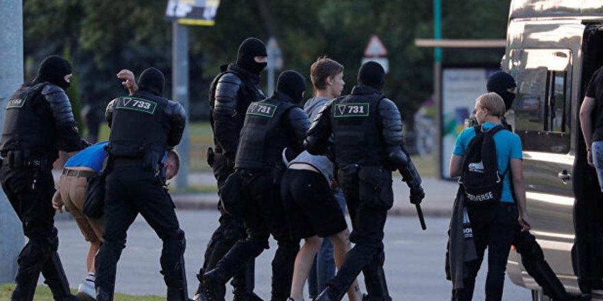 Belarus'ta muhalif isme destek yürüyüşüne polisten sert müdahale