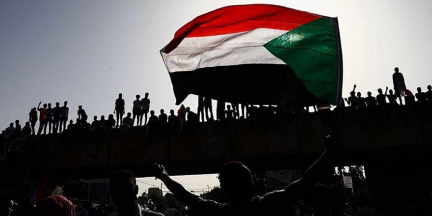 Sudan şeriatı terk edip laikliğe mi geçiyormuş?