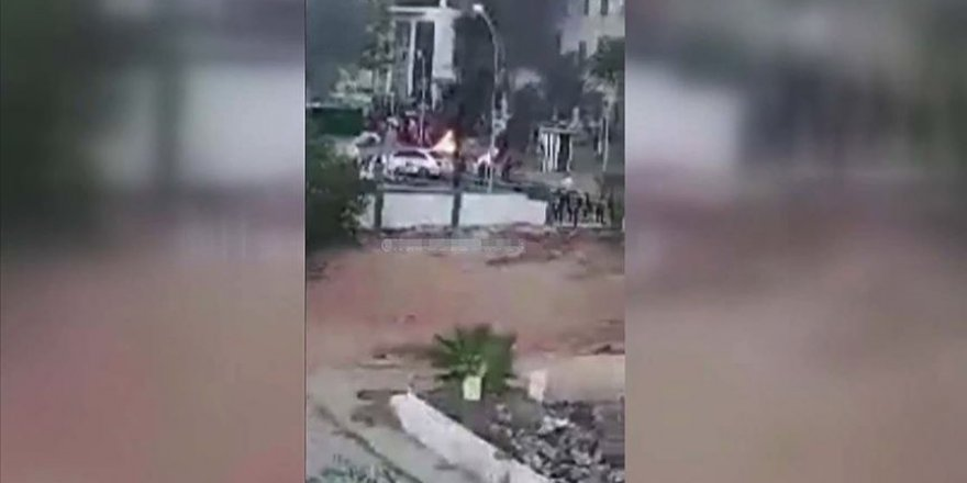 Darbeci Hafter, kendi kontrolündeki Bingazi'de protesto edildi