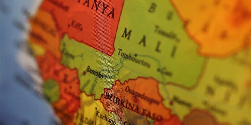 Mali'de geçiş süreci kararına muhalefet platformundan ret