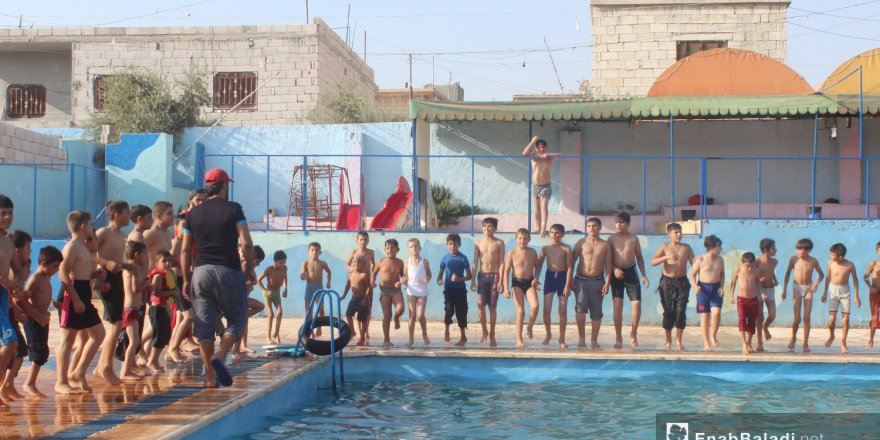 İdlib'in Killi bölgesinde çocuklara yüzme dersi